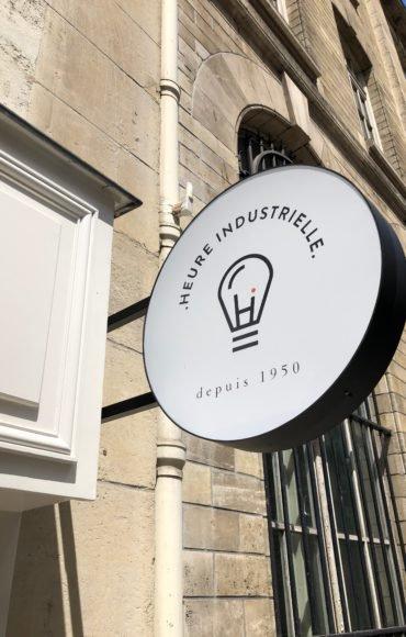 Enseigne Gambetta Paris x Heure Industriel - Enseigne drapeau ronde